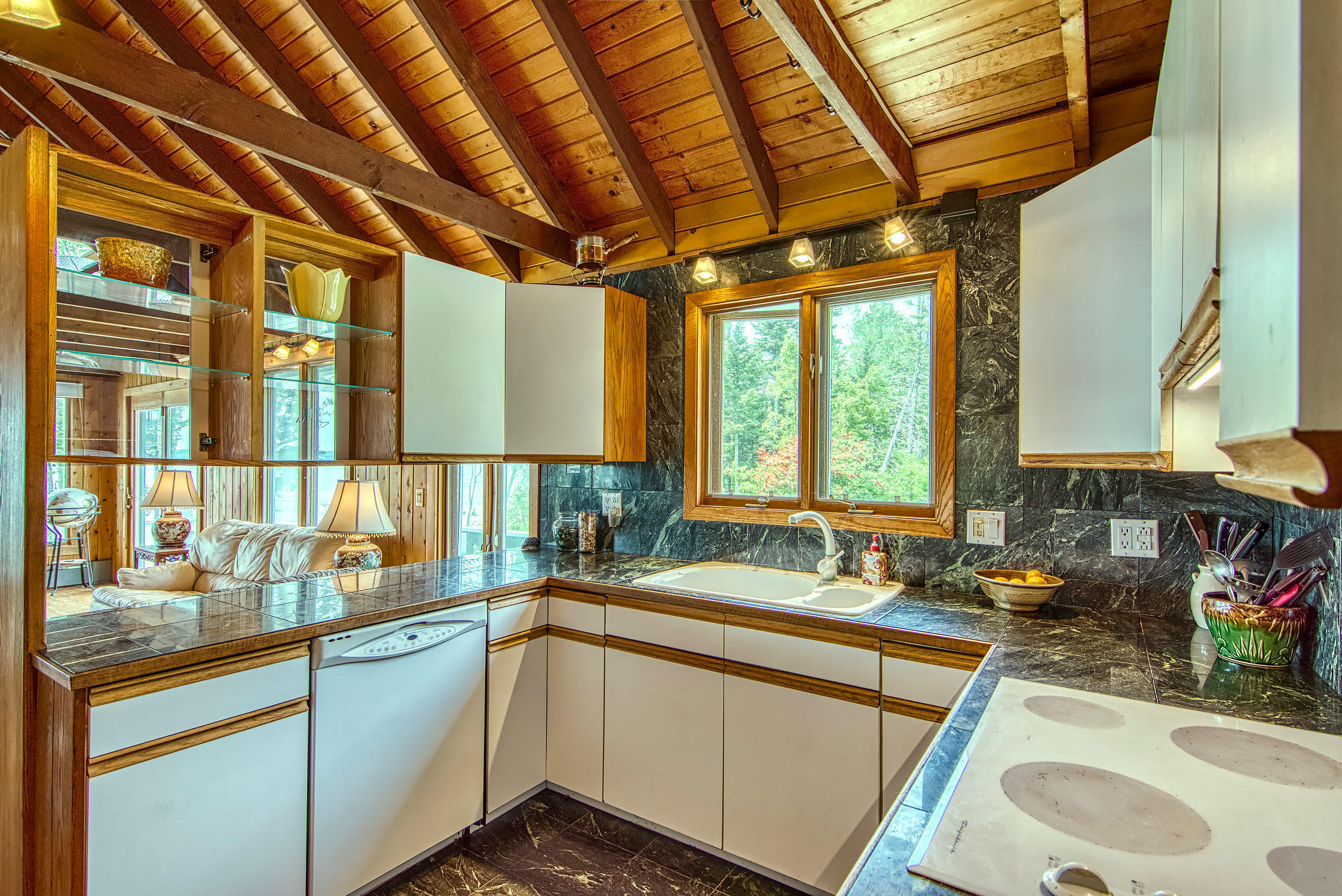 Kitchen - open to great room