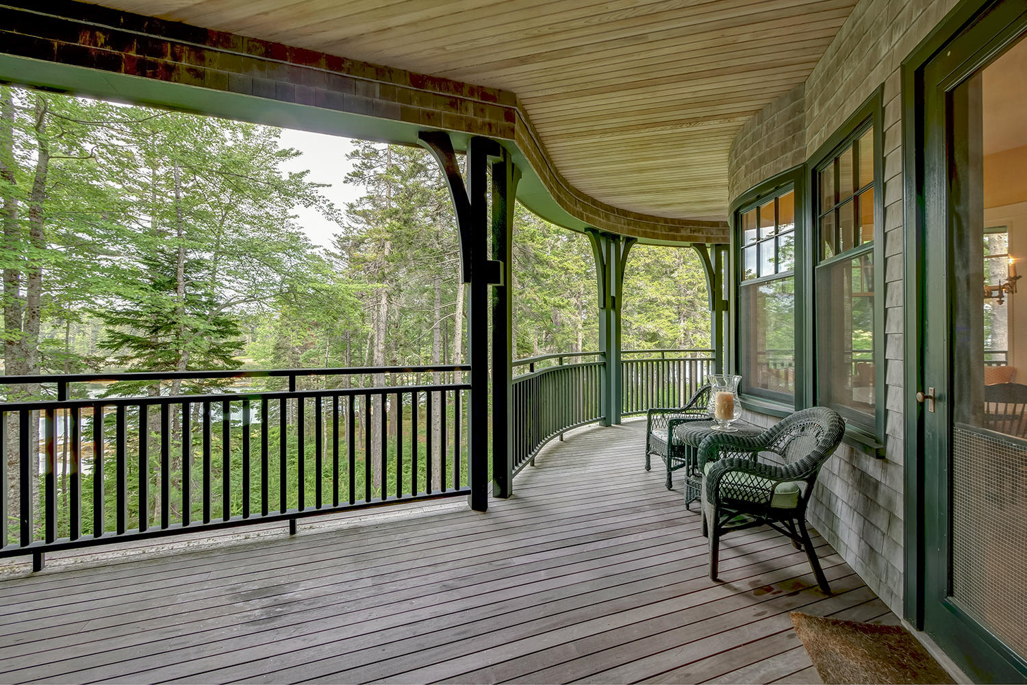 13.Ext.curved porch to shorefront