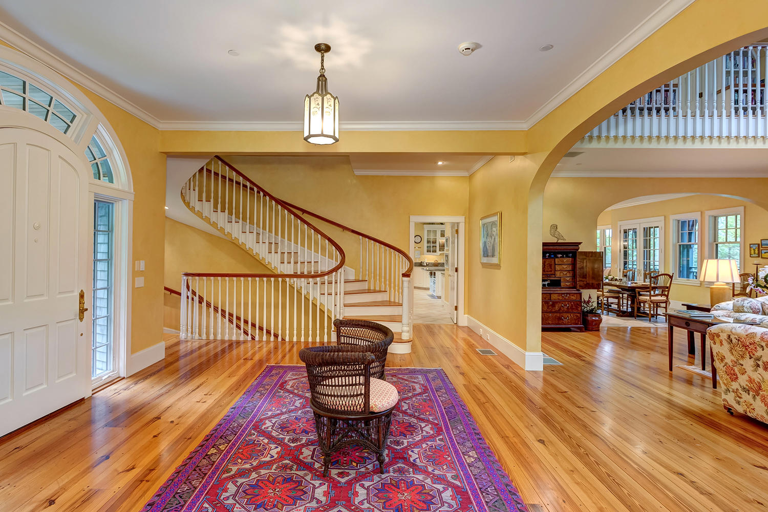 16-1.Entry-Grt Room-to foyer:stairs