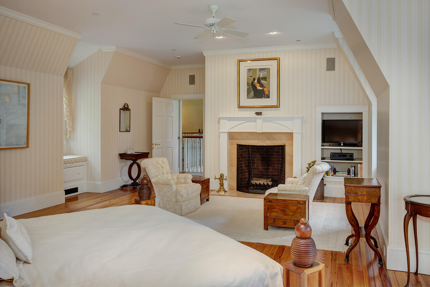 37-22.M Bed.fireplace