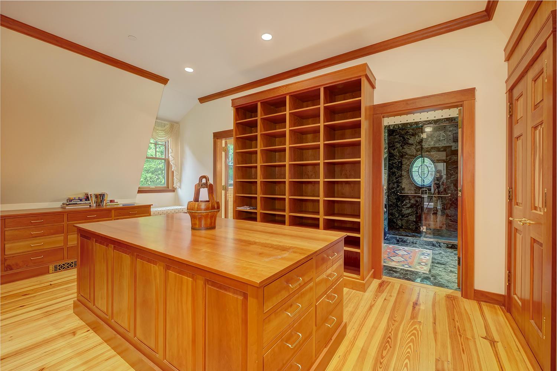 40-25.Mbed closet:wood