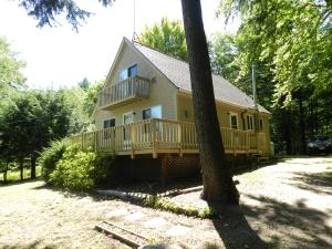 72 Shore Road, Otisfield, ME 04270