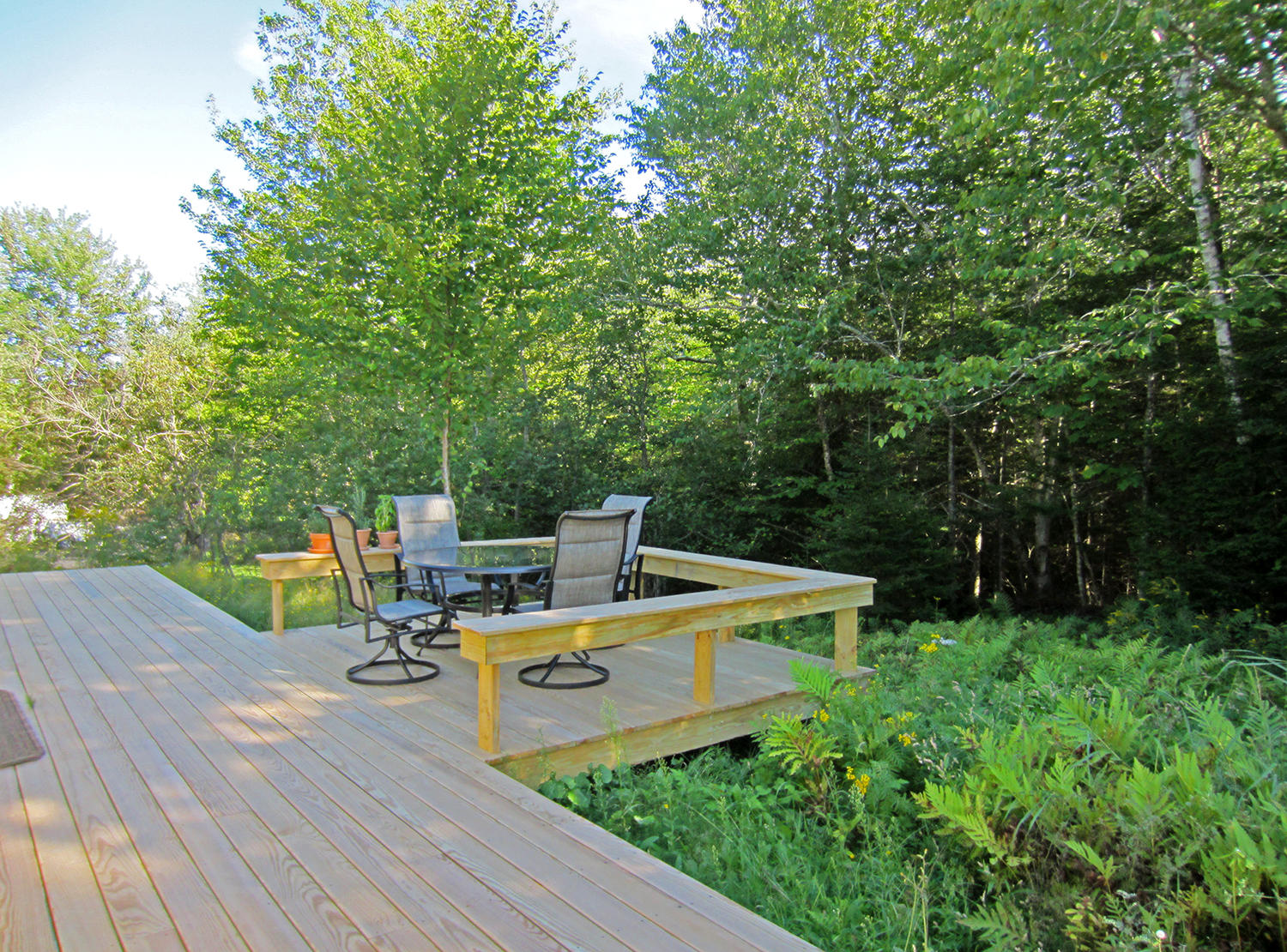 13- Deck patio gardens 6943