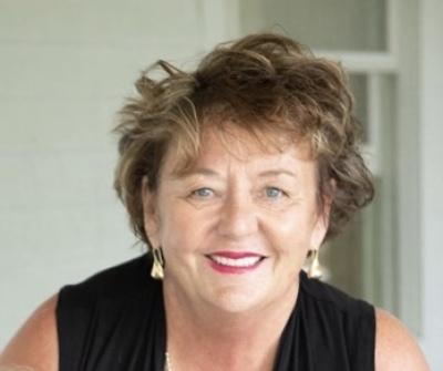 Lorraine Walker agent image