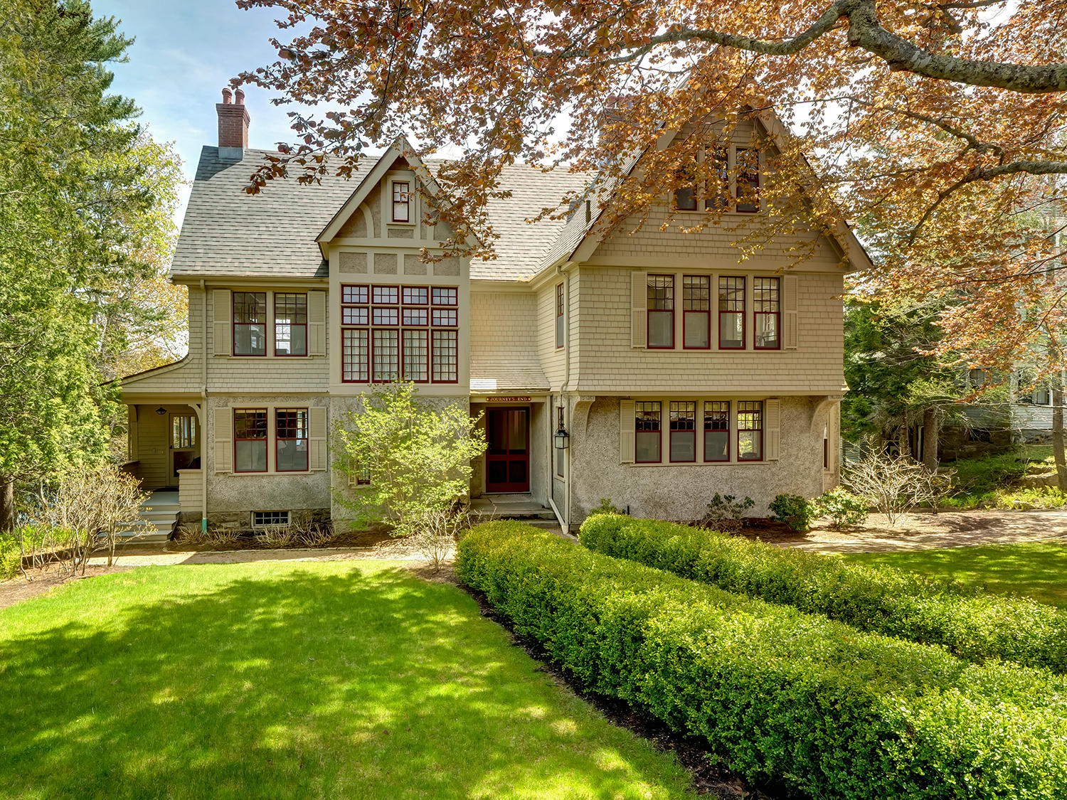 5-2-33-Front with lawn (33)