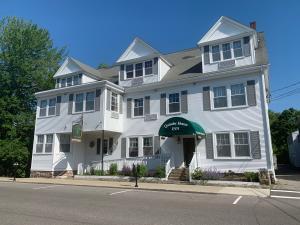 109 Cottage Street
