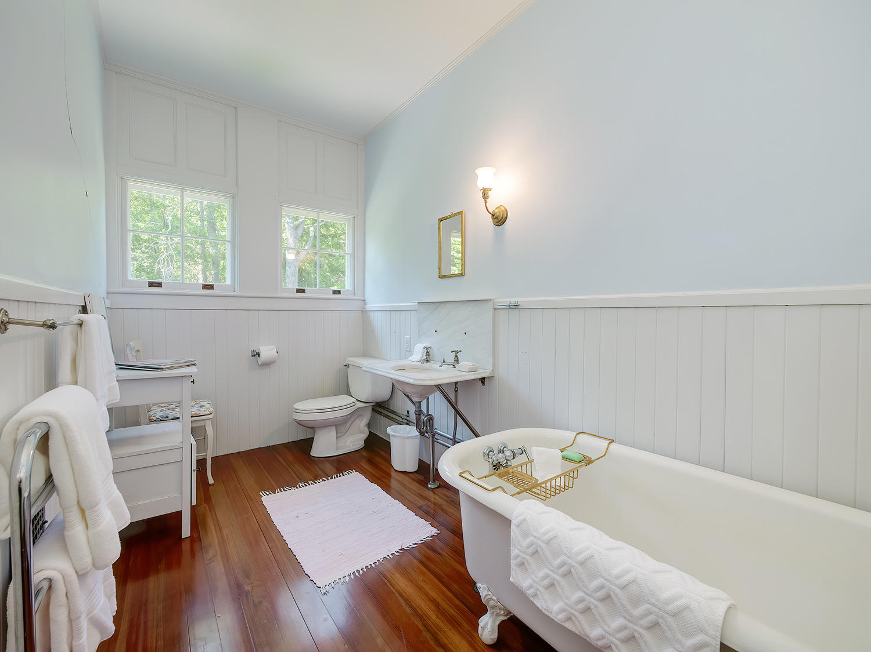 Second Floor Bathroom with tub
