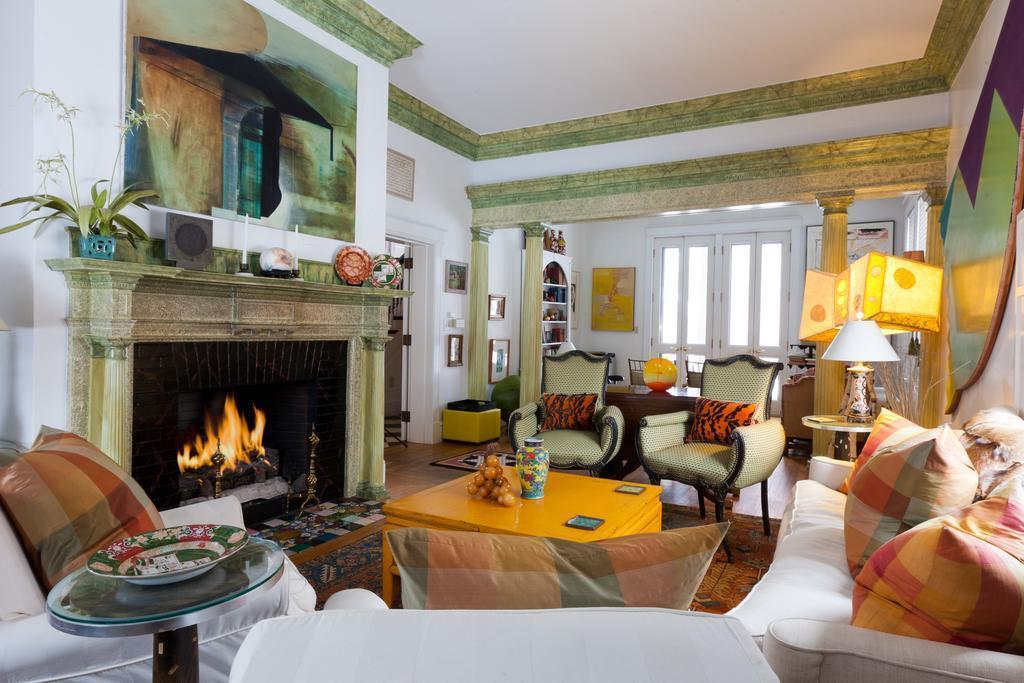 Pom Living Room
