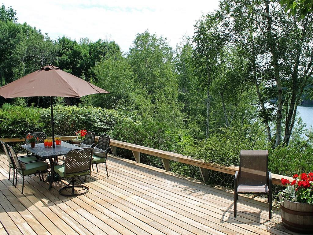 Large deck, ideal for entertaining...