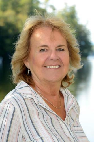Rosalie Farnum agent image