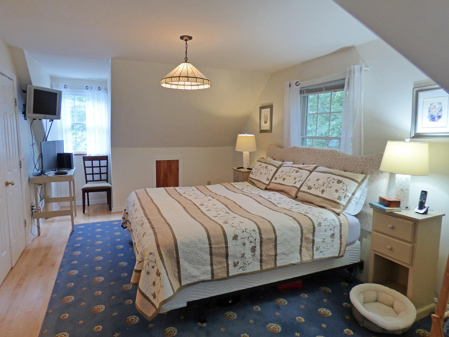Upstairs Master Bedroom with King Bed