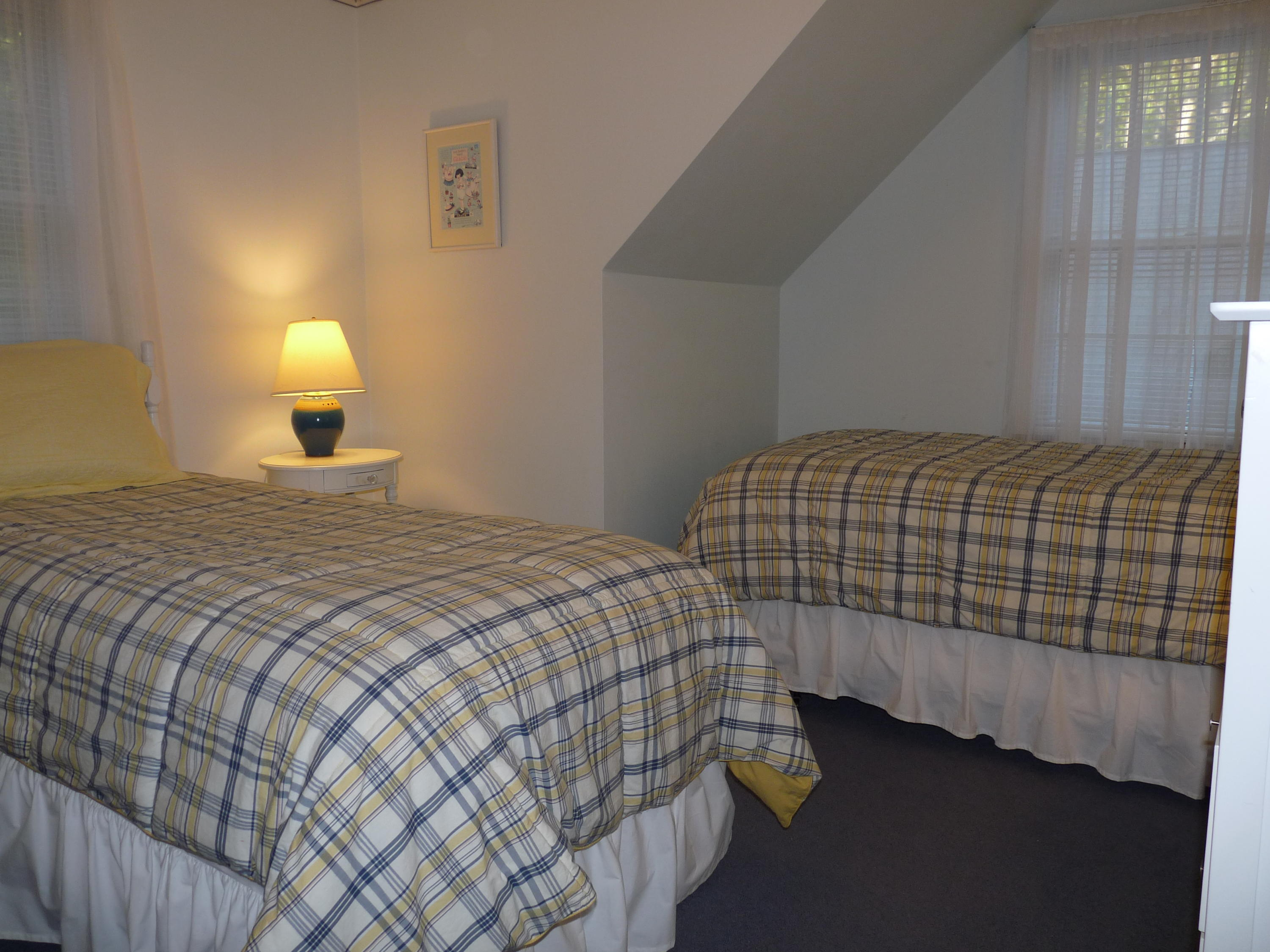 Upstairs Bedroom with 1 Twin Beds