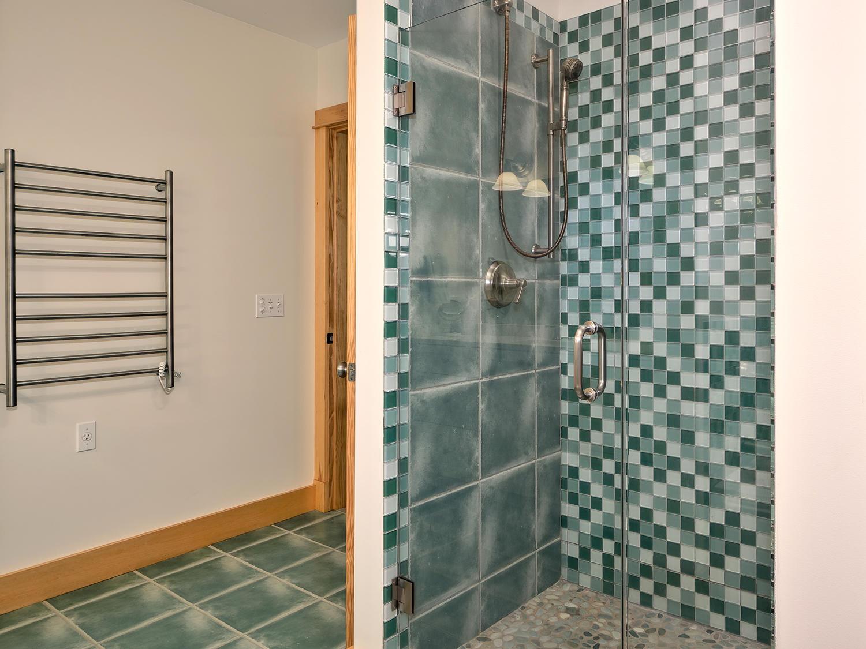 19-Full Bath-Bed3 41 Northwest Cove HiRe