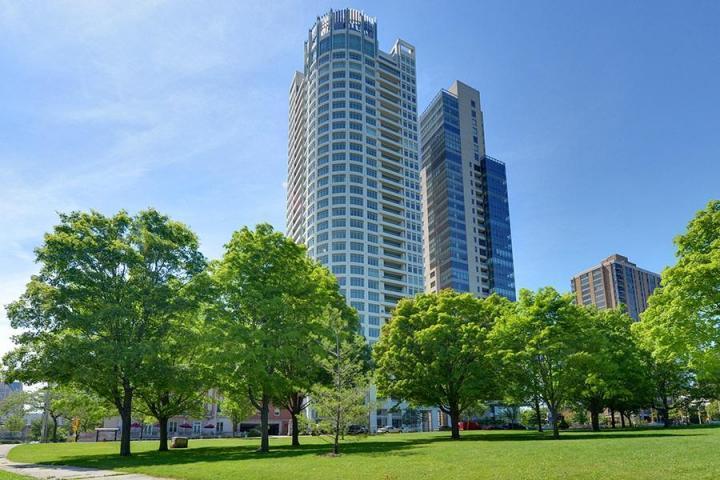 825 Prospect Ave, Milwaukee, Wisconsin 53202, 4 Bedrooms Bedrooms, 10 Rooms Rooms,4 BathroomsBathrooms,Condominiums,For Sale,Prospect Ave,26,1512408