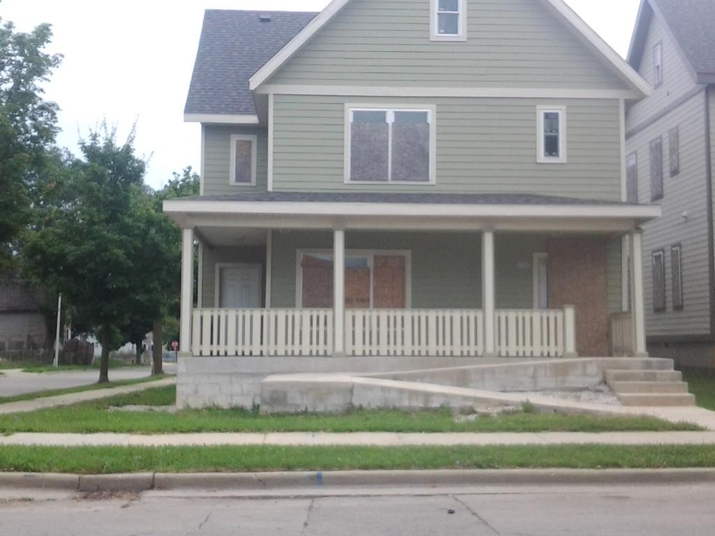 2476 5th St, Milwaukee, Wisconsin 53212, 4 Bedrooms Bedrooms, 7 Rooms Rooms,3 BathroomsBathrooms,Single-Family,For Sale,5th St,1545539