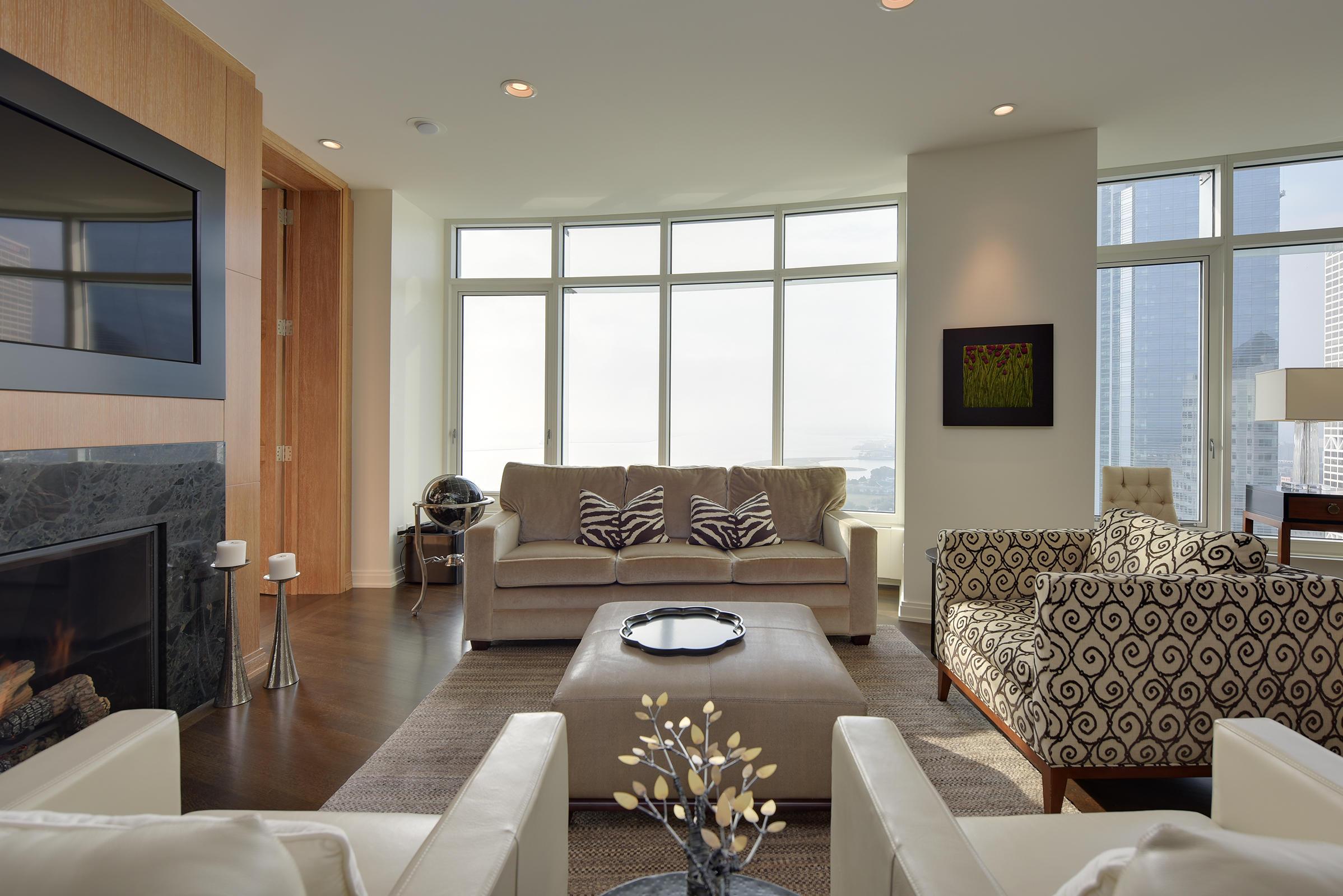 825 Prospect Ave, Milwaukee, Wisconsin 53202, 2 Bedrooms Bedrooms, 6 Rooms Rooms,2 BathroomsBathrooms,Condominiums,For Sale,Prospect Ave,21,1552833