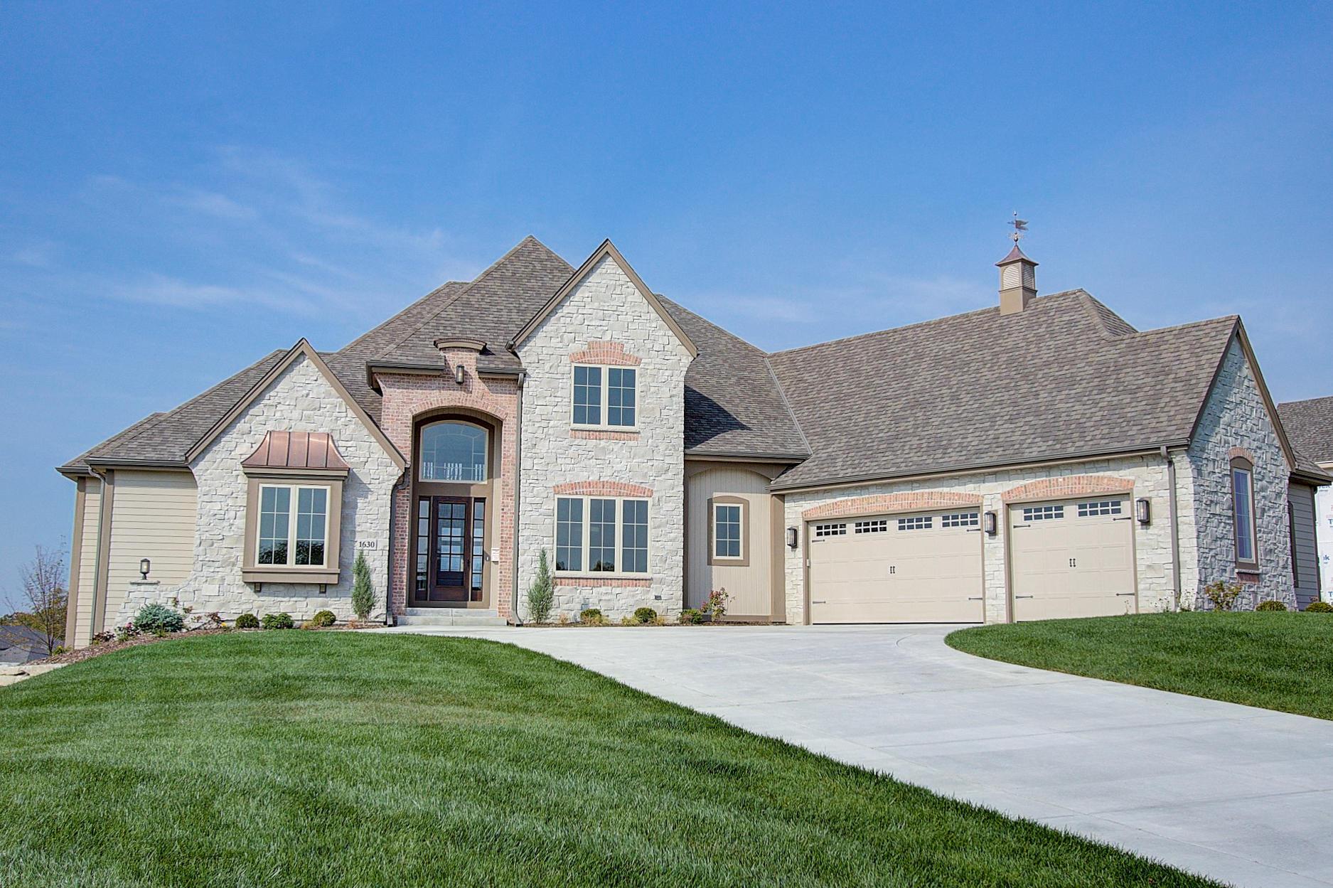 1630 Twisted Oak Ct, Hartland, Wisconsin 53029, 5 Bedrooms Bedrooms, 15 Rooms Rooms,4 BathroomsBathrooms,Single-Family,For Sale,Twisted Oak Ct,1536835