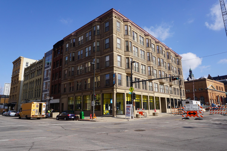 108 Wells St, Milwaukee, Wisconsin 53203, 2 Bedrooms Bedrooms, ,2 BathroomsBathrooms,Condominiums,For Sale,Wells St,2,1571034