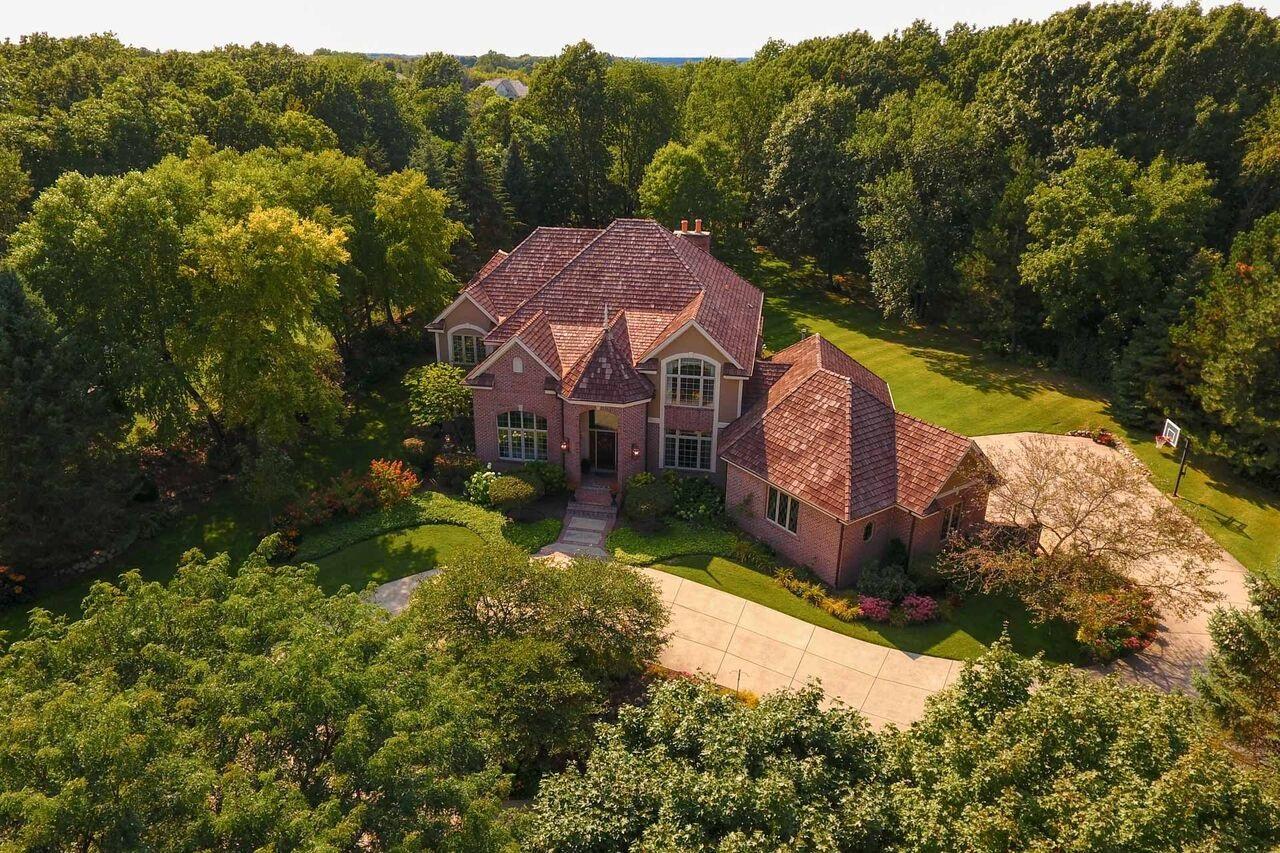 W304N2941 Hawksnest Ct, Delafield, Wisconsin 53072, 6 Bedrooms Bedrooms, 18 Rooms Rooms,3 BathroomsBathrooms,Single-Family,For Sale,Hawksnest Ct,1589606