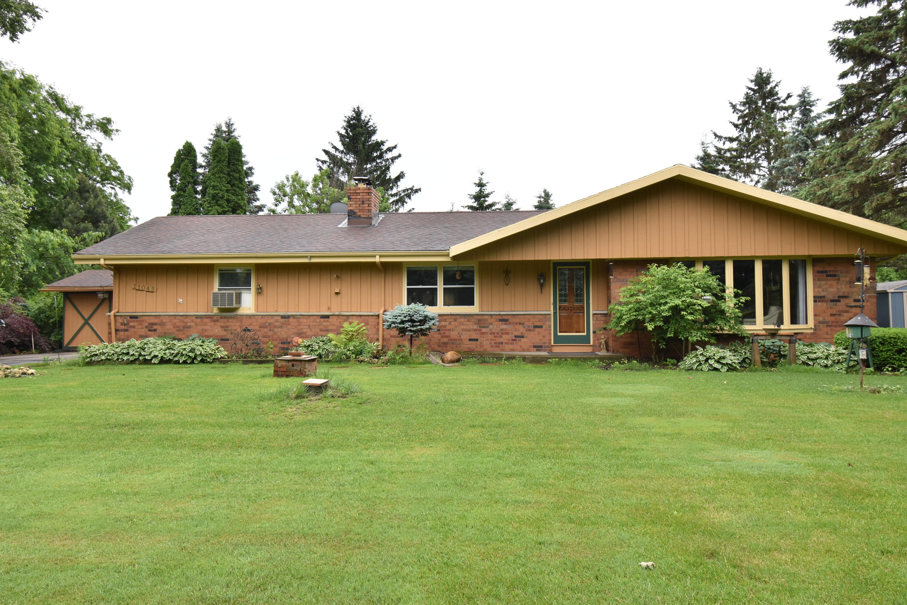 ... N112W21045 Mequon Rd Germantown, WI 53022 Property Image ...