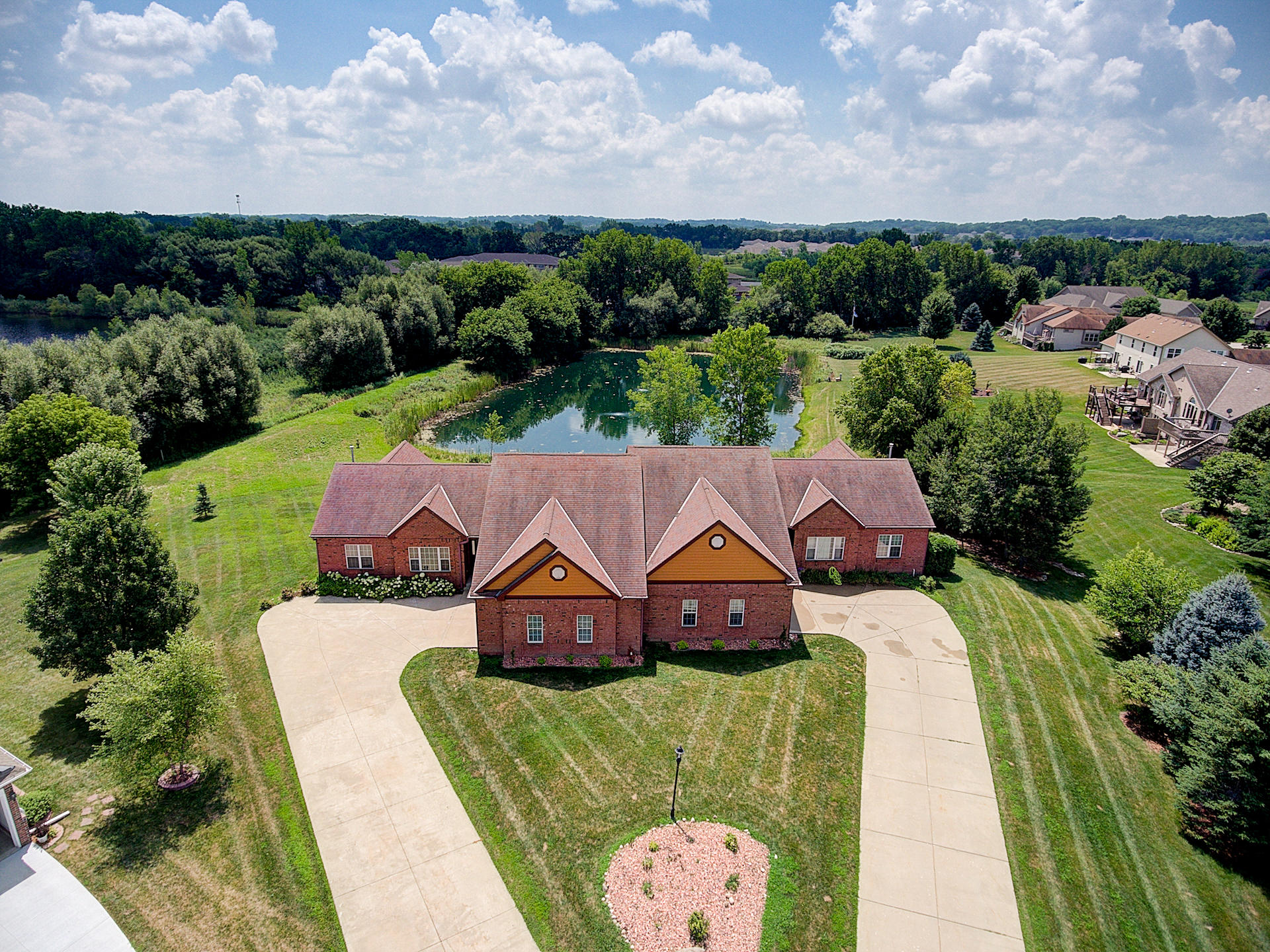 N22W26481 Shooting Star Ct, Pewaukee, Wisconsin 53072, 4 Bedrooms Bedrooms, 9 Rooms Rooms,3 BathroomsBathrooms,Condominiums,For Sale,Shooting Star Ct,1,1612117