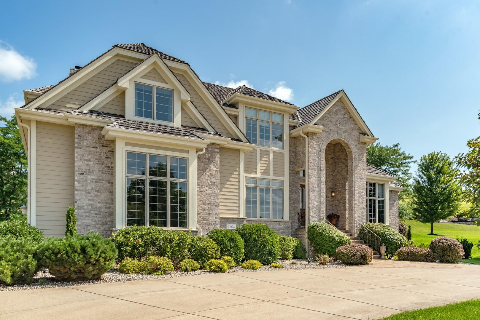 1004 Cypress Ct, Hartland, Wisconsin 53029, 4 Bedrooms Bedrooms, 10 Rooms Rooms,4 BathroomsBathrooms,Single-Family,For Sale,Cypress Ct,1598890