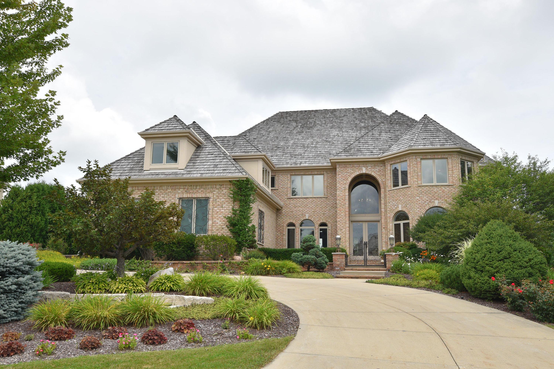 915 Evergreen Cir, Hartland, Wisconsin 53029, 5 Bedrooms Bedrooms, 14 Rooms Rooms,5 BathroomsBathrooms,Single-Family,For Sale,Evergreen Cir,1600905