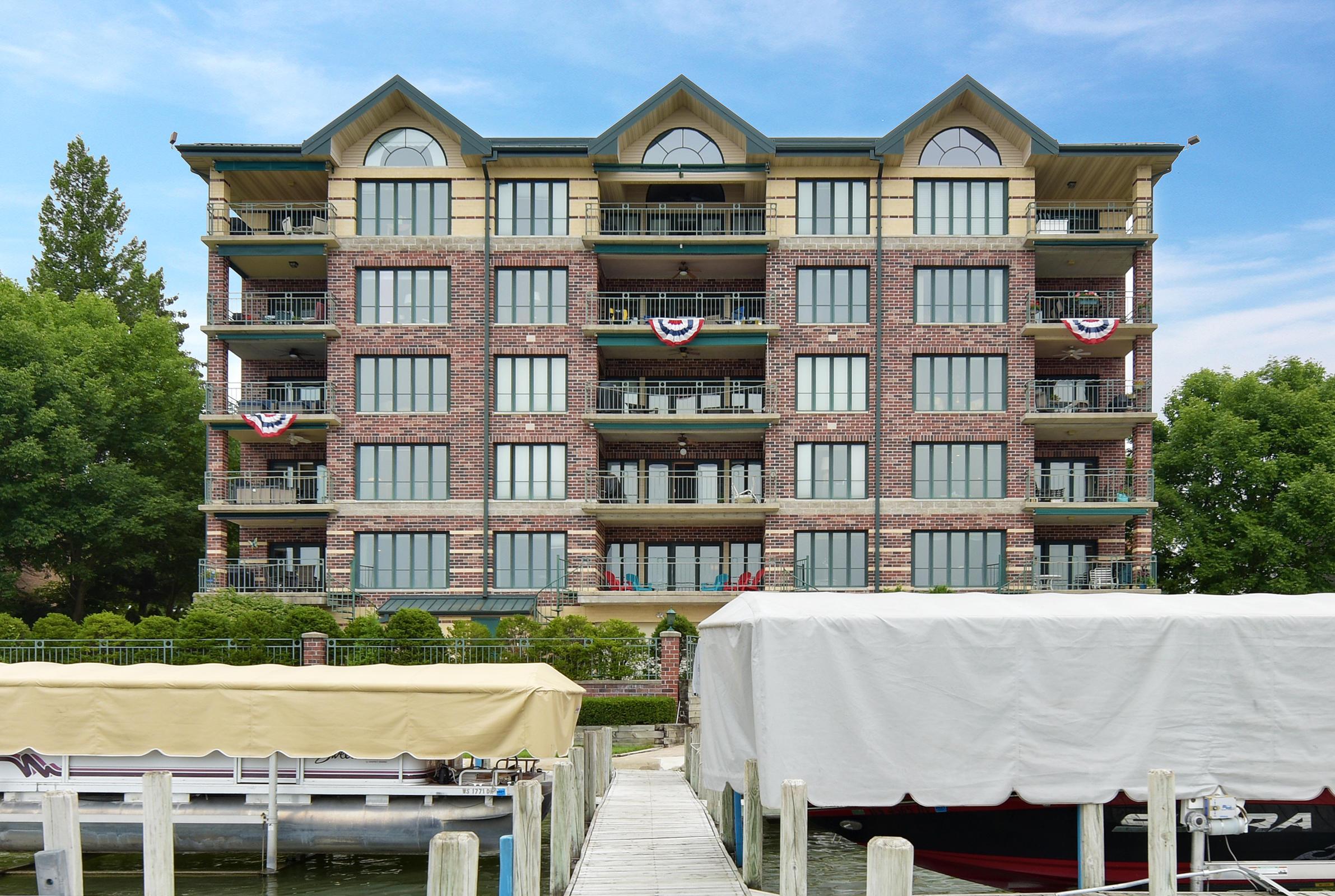 318 Lake Rd, Oconomowoc, Wisconsin 53066, 3 Bedrooms Bedrooms, 7 Rooms Rooms,2 BathroomsBathrooms,Condominiums,For Sale,Lake Rd,3,1602217