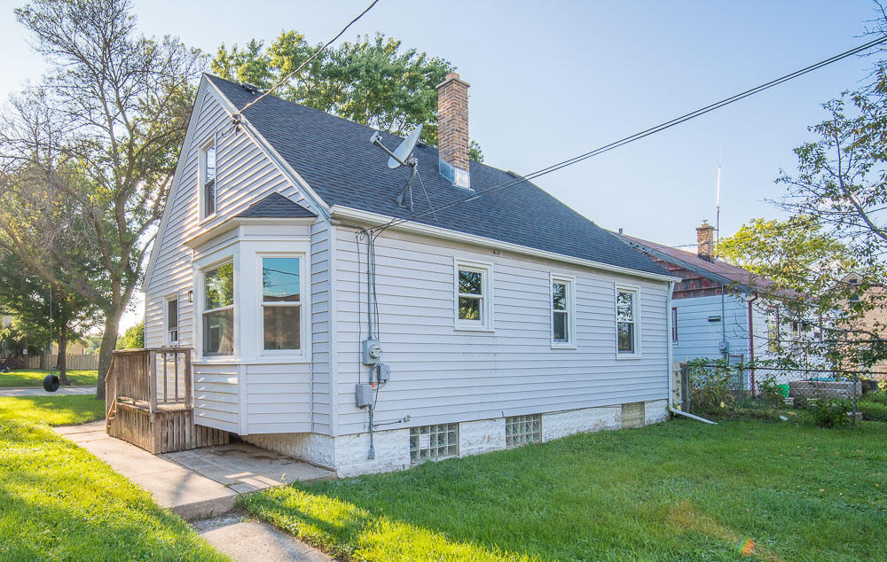 3846 S 40th St, Greenfield, WI 53221
