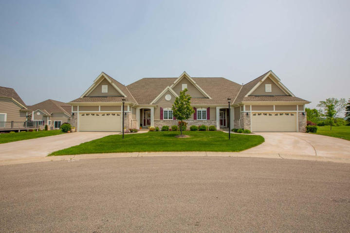 2221 Kayla Dr, Waukesha, Wisconsin 53188, 2 Bedrooms Bedrooms, ,2 BathroomsBathrooms,Condominiums,For Sale,Kayla Dr,1,1603193