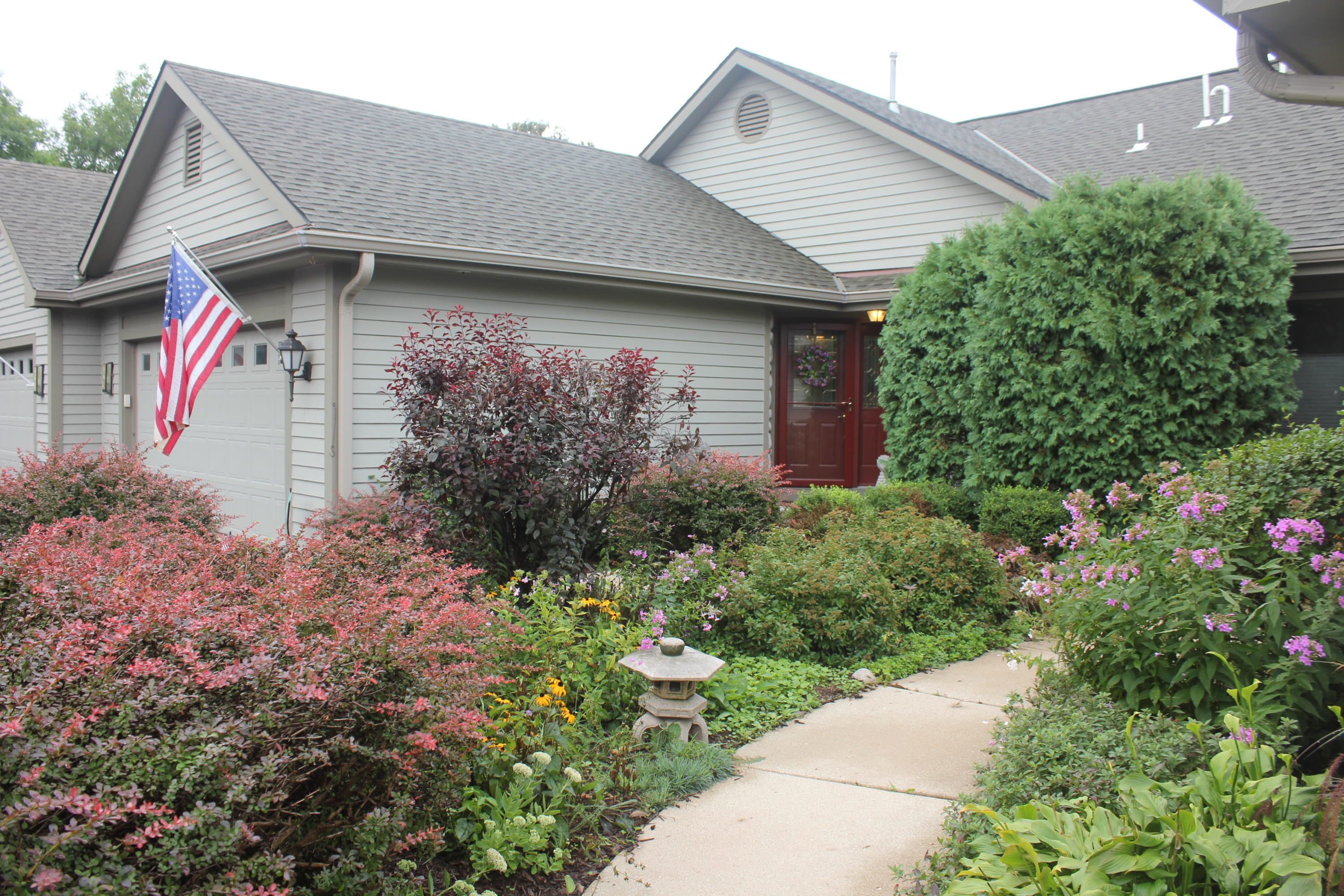 329 Parkview Ct, Hartland, Wisconsin 53029, 2 Bedrooms Bedrooms, 8 Rooms Rooms,2 BathroomsBathrooms,Condominiums,For Sale,Parkview Ct,1,1603260
