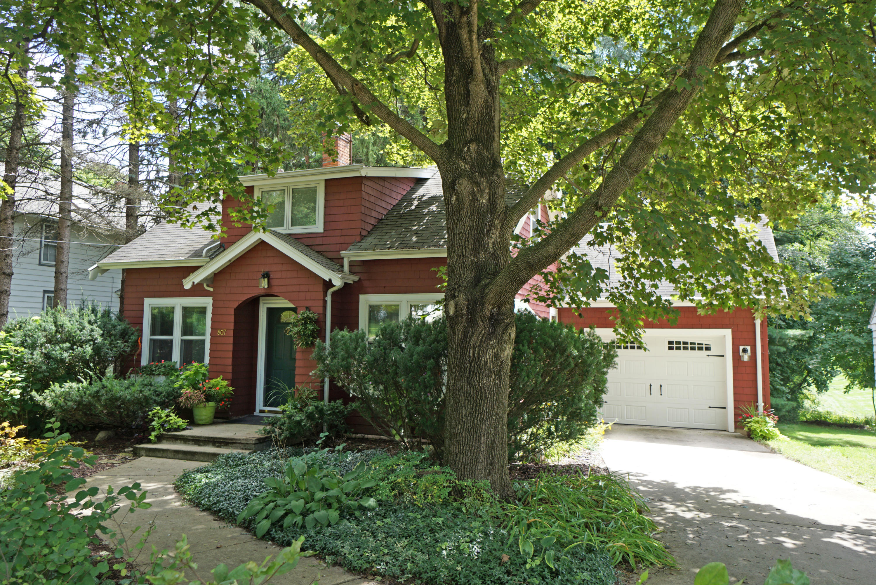 807 Capitol Dr, Hartland, Wisconsin 53029, 2 Bedrooms Bedrooms, 7 Rooms Rooms,1 BathroomBathrooms,Single-Family,For Sale,Capitol Dr,1603426