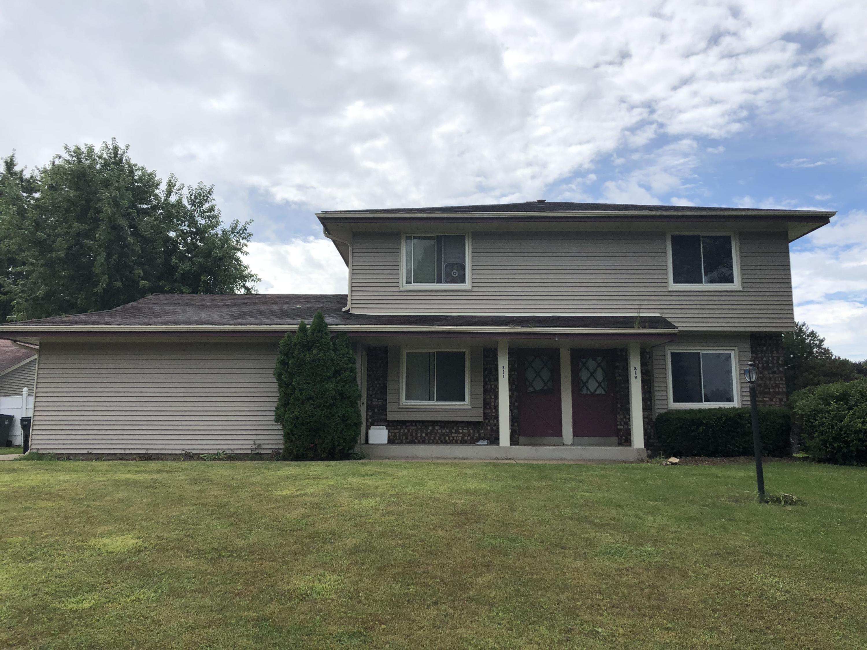 819 Wexford Ct, Hartland, Wisconsin 53029, 3 Bedrooms Bedrooms, 5 Rooms Rooms,1 BathroomBathrooms,Two-Family,For Sale,Wexford Ct,1,1603963