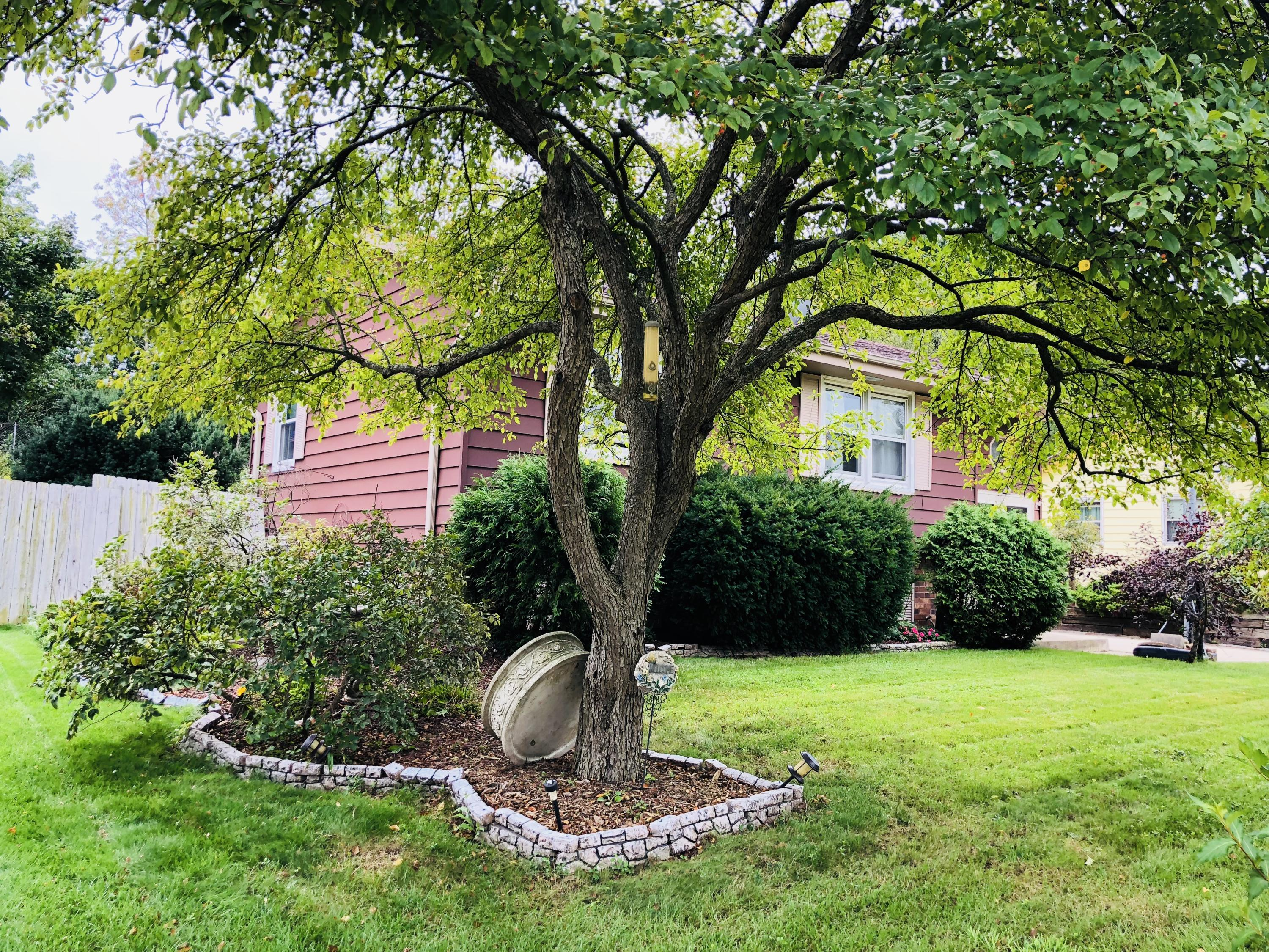 237 Willow Dr, Hartland, Wisconsin 53029, 4 Bedrooms Bedrooms, 7 Rooms Rooms,1 BathroomBathrooms,Single-Family,For Sale,Willow Dr,1604645