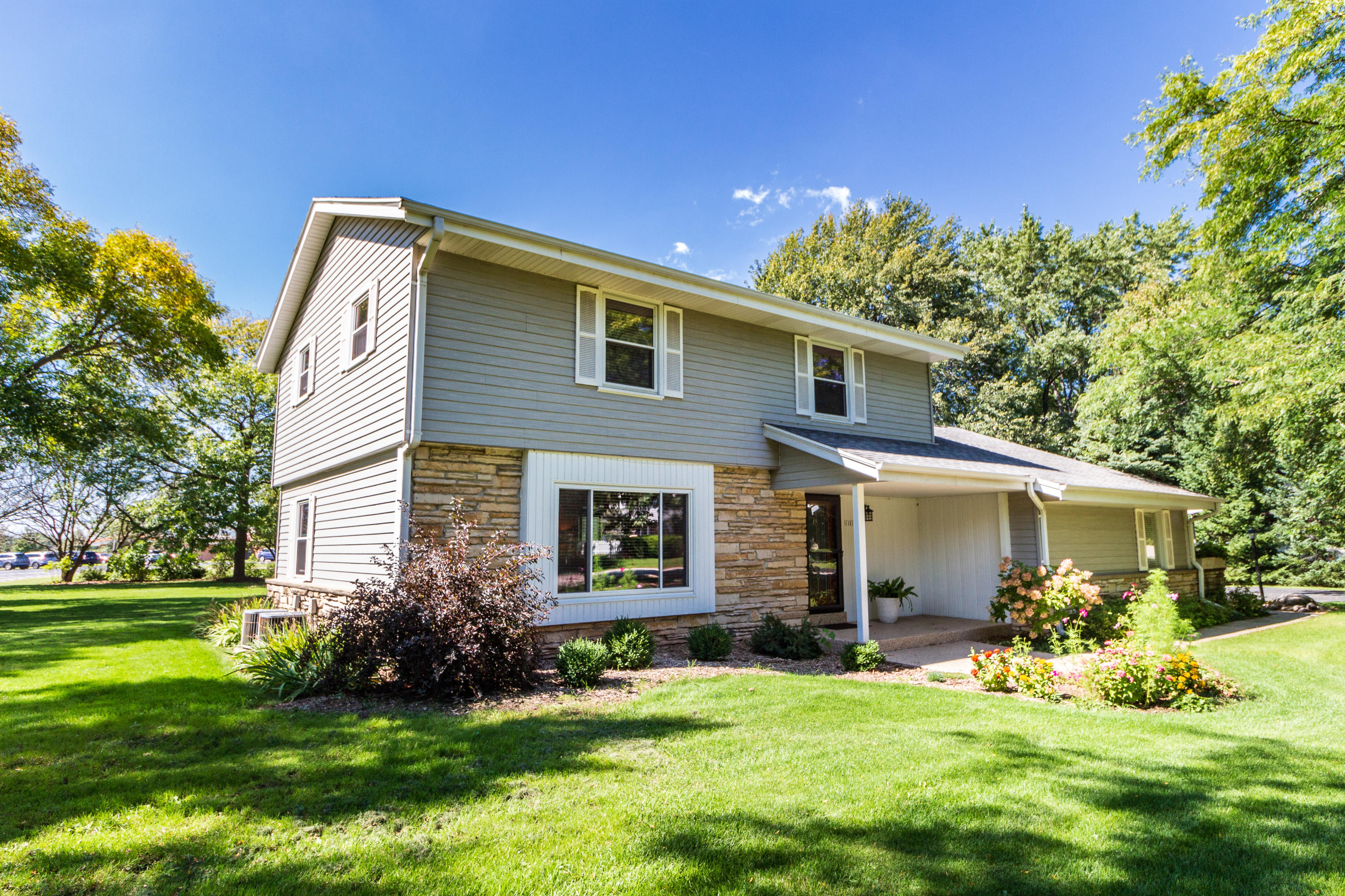 11213 N Country View Dr, Mequon, WI 53092