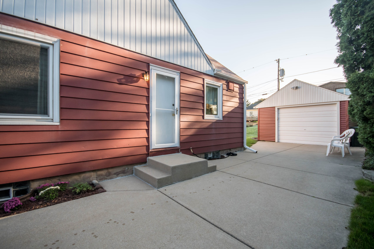 2376 s 99th st west allis 53227 sold listing mls 1605990