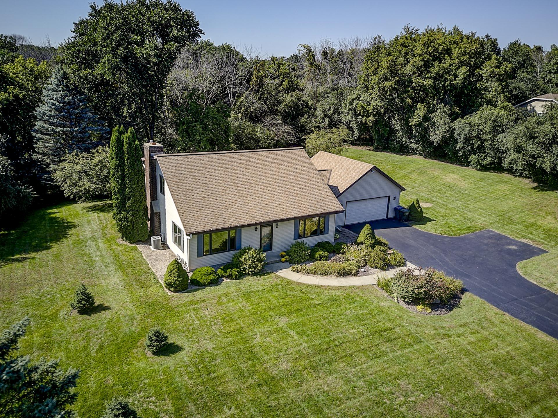 W275S4471 Green Country Rd, Waukesha, Wisconsin 53189, 3 Bedrooms Bedrooms, 8 Rooms Rooms,2 BathroomsBathrooms,Single-Family,For Sale,Green Country Rd,1606142