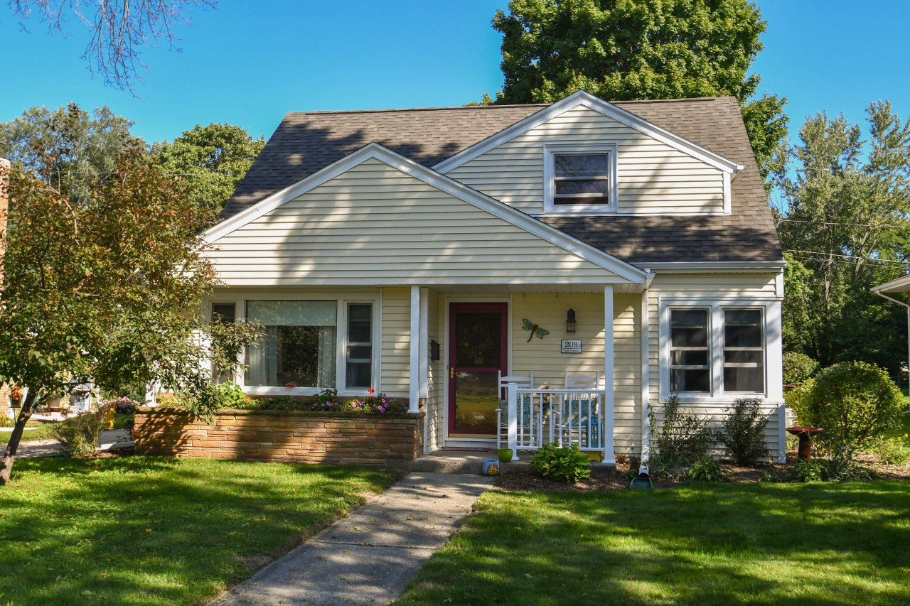 208 Park Ave, Hartland, Wisconsin 53029, 3 Bedrooms Bedrooms, ,1 BathroomBathrooms,Single-Family,For Sale,Park Ave,1606235