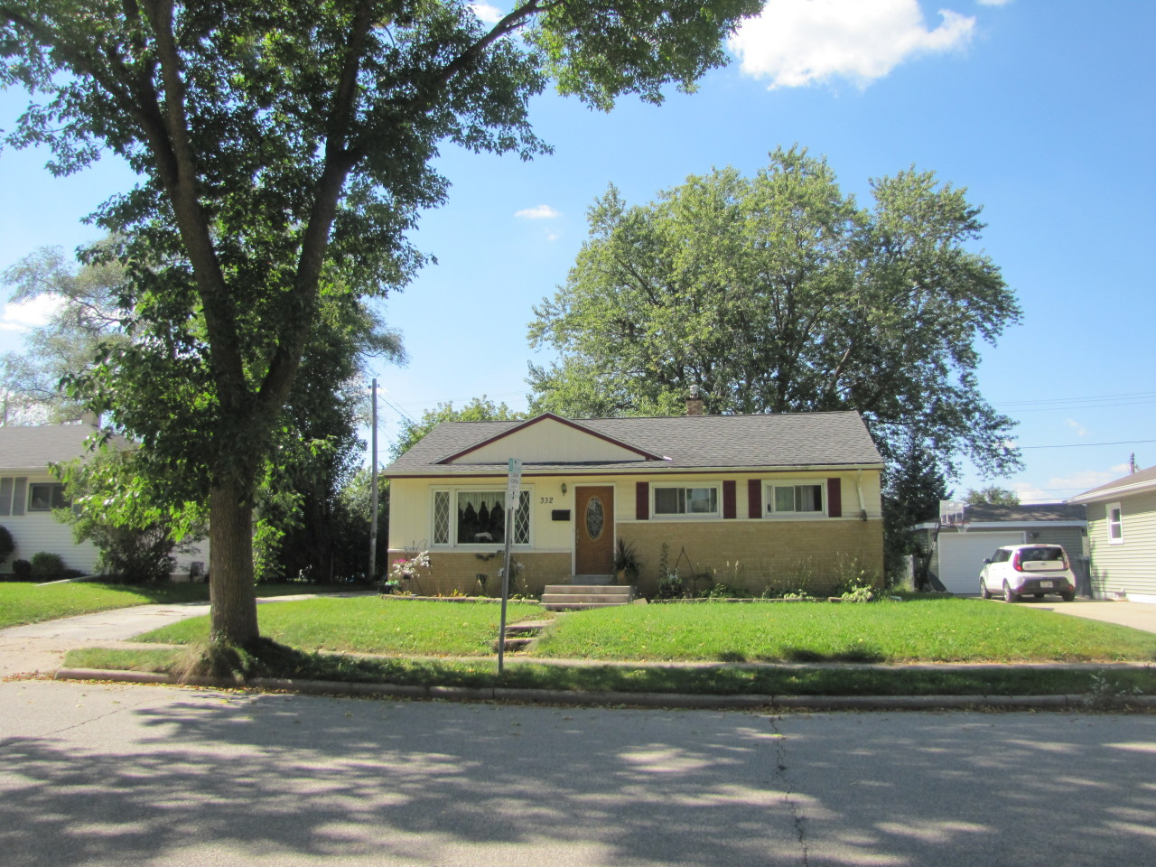 332 Greenmeadow Dr, Waukesha, Wisconsin 53188, 3 Bedrooms Bedrooms, ,1 BathroomBathrooms,Single-Family,For Sale,Greenmeadow Dr,1605373