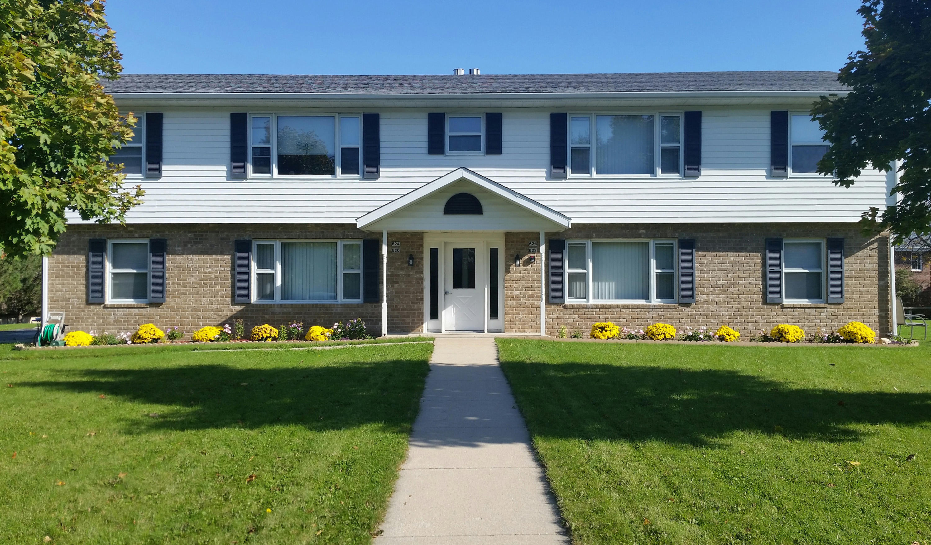 620 Dundee Ln, Hartland, Wisconsin 53029, ,Multi-Family Investment,For Sale,Dundee Ln,1606679