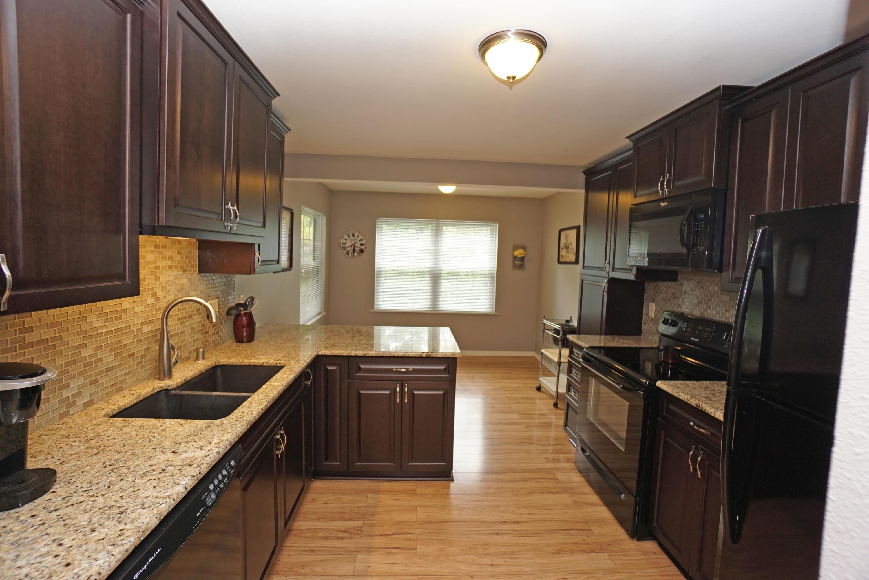 652 Dundee Ln, Hartland, Wisconsin 53029, 3 Bedrooms Bedrooms, 6 Rooms Rooms,2 BathroomsBathrooms,Condominiums,For Sale,Dundee Ln,1,1607118