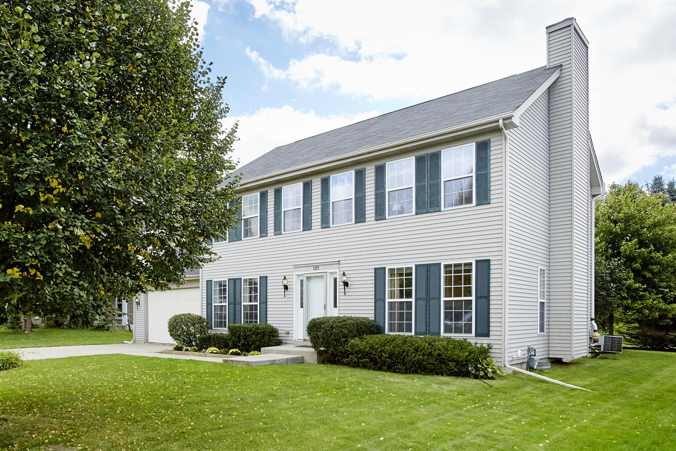 1211 Kestrel Ct, Waukesha, Wisconsin 53189, 4 Bedrooms Bedrooms, 7 Rooms Rooms,2 BathroomsBathrooms,Single-Family,For Sale,Kestrel Ct,1607422