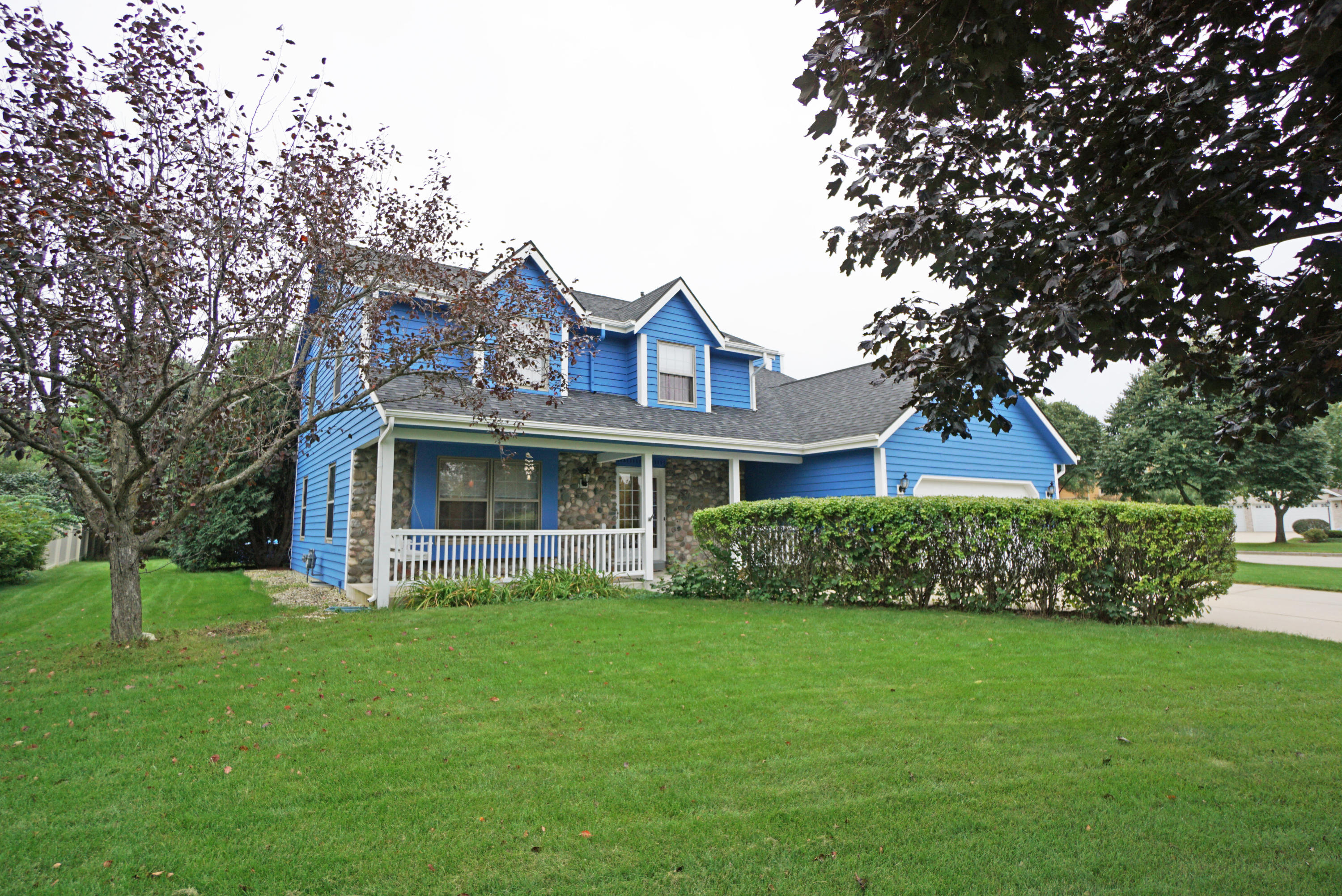 672 Briarcliff Ct, Hartland, Wisconsin 53029, 4 Bedrooms Bedrooms, 8 Rooms Rooms,2 BathroomsBathrooms,Single-Family,For Sale,Briarcliff Ct,1607429