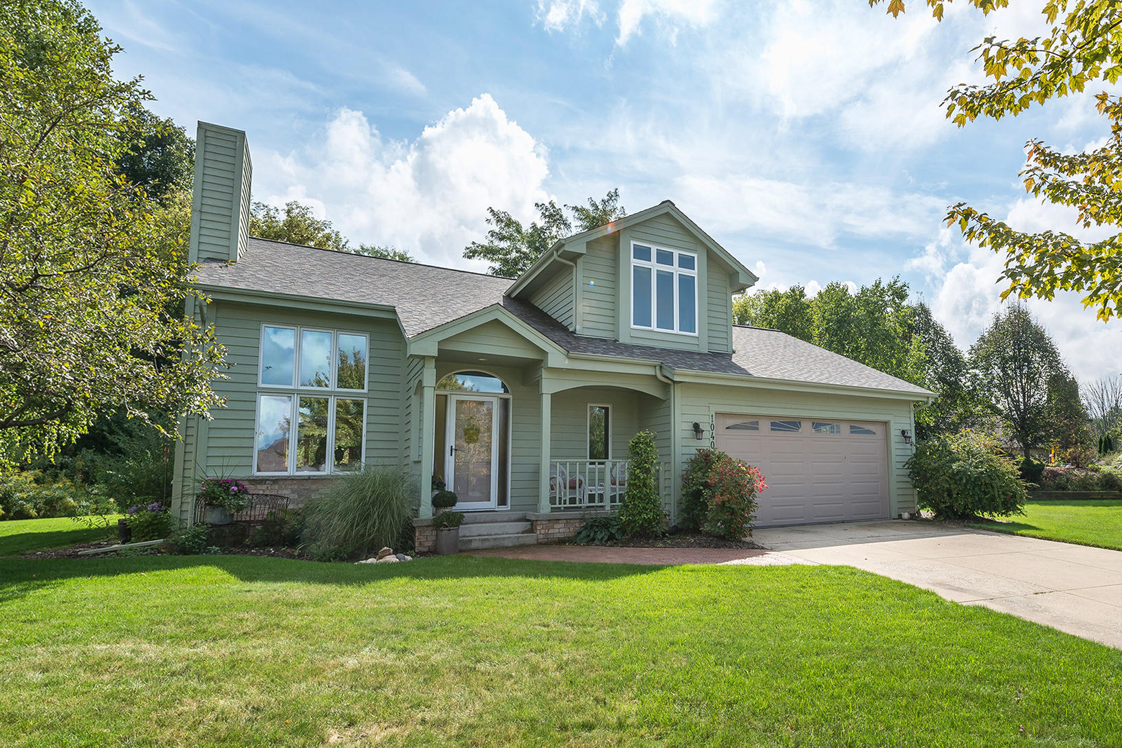 1040 Eton Ct, Hartland, Wisconsin 53029, 3 Bedrooms Bedrooms, 7 Rooms Rooms,2 BathroomsBathrooms,Single-Family,For Sale,Eton Ct,1607652
