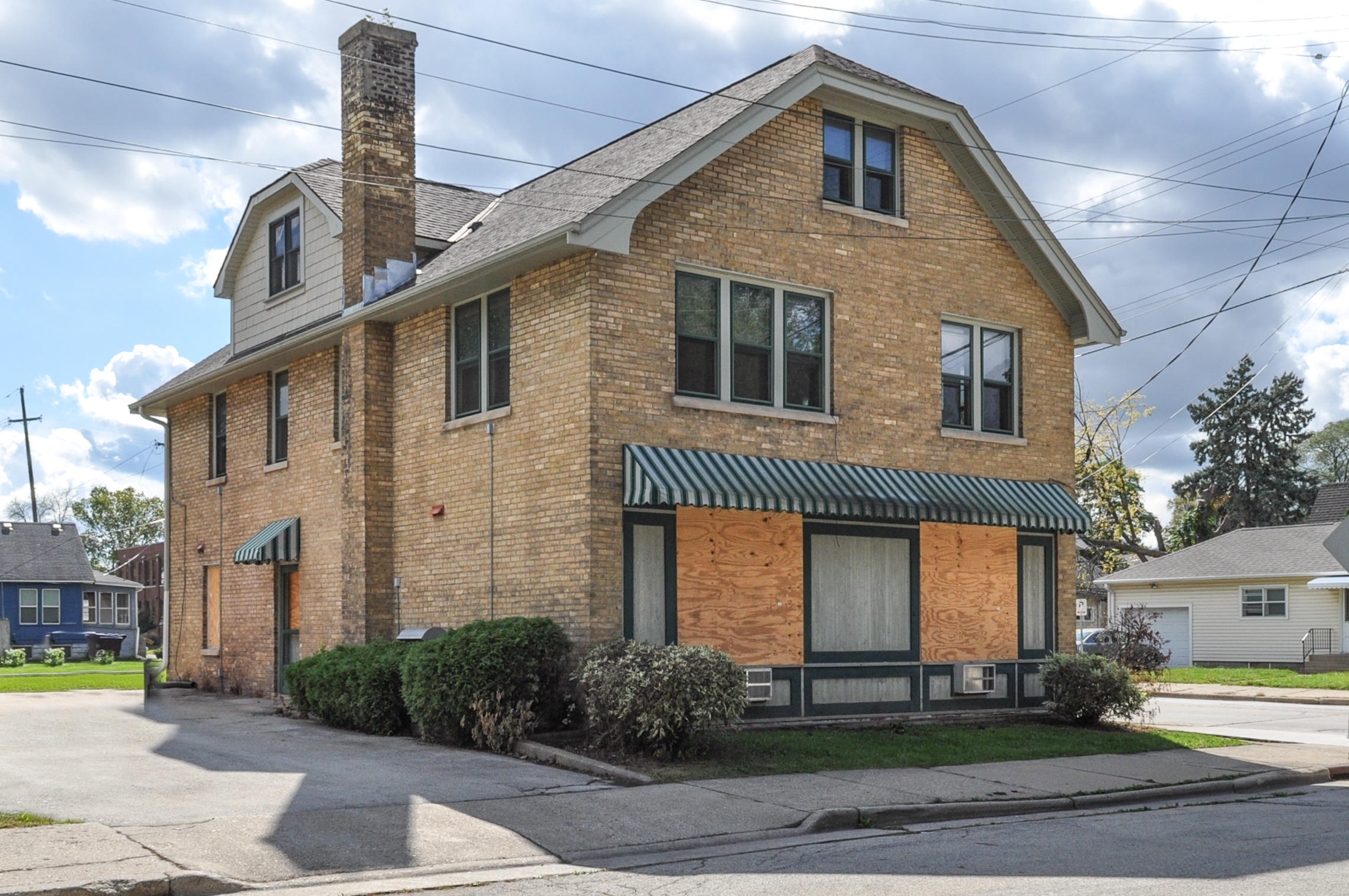 415 Barstow St, Waukesha, Wisconsin 53186, ,Multi-Family Investment,For Sale,Barstow St,1607773