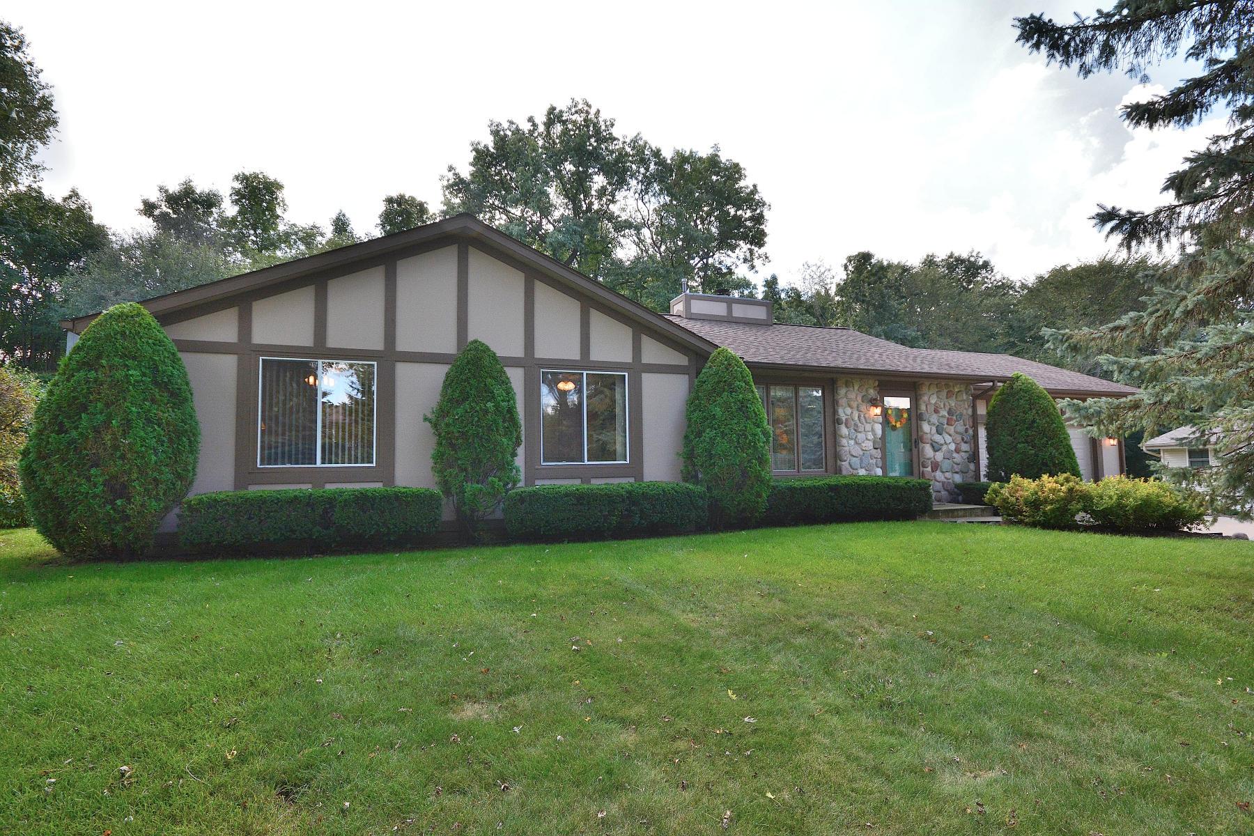 809 Crescent Ln, Hartland, Wisconsin 53029, 3 Bedrooms Bedrooms, 6 Rooms Rooms,2 BathroomsBathrooms,Single-Family,For Sale,Crescent Ln,1607893