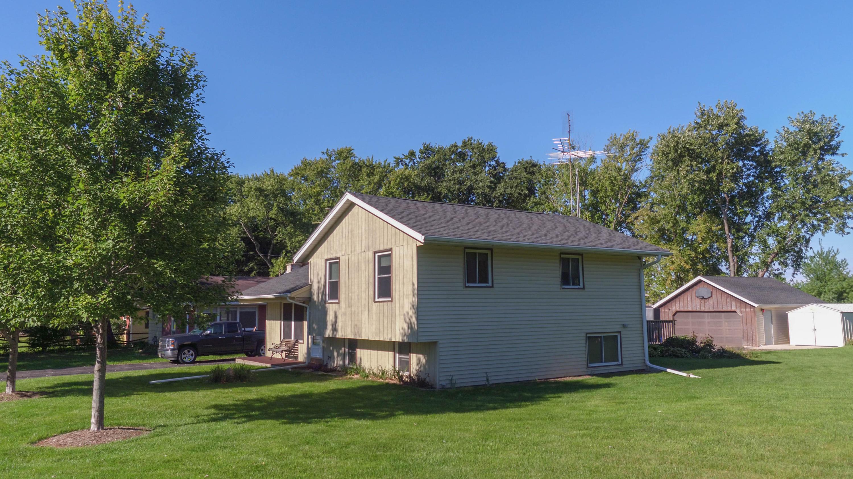 W352 N5347 Lake Dr, Oconomowoc, Wisconsin 53066, 3 Bedrooms Bedrooms, ,2 BathroomsBathrooms,Single-Family,For Sale,Lake Dr,1608279