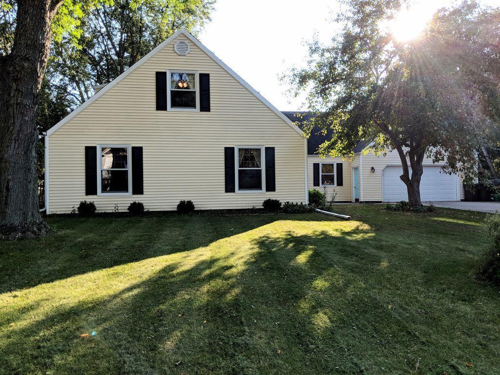 1098 Longfellow Dr, Oconomowoc, Wisconsin 53066, 4 Bedrooms Bedrooms, 8 Rooms Rooms,2 BathroomsBathrooms,Single-Family,For Sale,Longfellow Dr,1608526