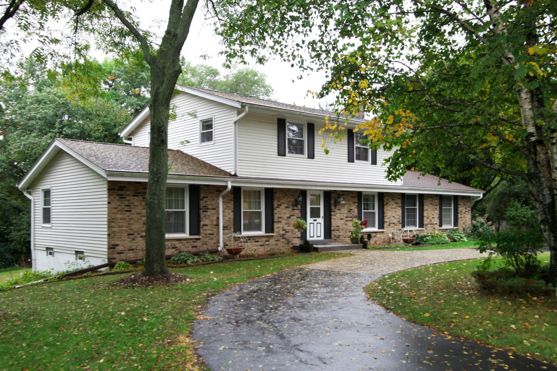 N7W27601 Woodridge Ln, Pewaukee, Wisconsin 53188, 4 Bedrooms Bedrooms, 8 Rooms Rooms,1 BathroomBathrooms,Single-Family,For Sale,Woodridge Ln,1609038
