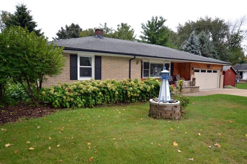 683 Lapham St, Oconomowoc, Wisconsin 53066, 3 Bedrooms Bedrooms, 5 Rooms Rooms,2 BathroomsBathrooms,Single-Family,For Sale,Lapham St,1608624